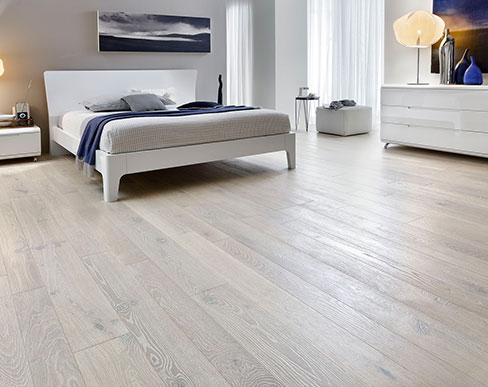 I pavimenti in legno prefiniti della linea master floor - Camera da letto con parquet ...