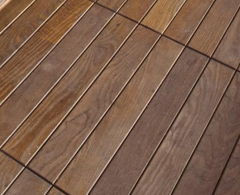 Pavimenti in legno di Deck. Termo Frassino