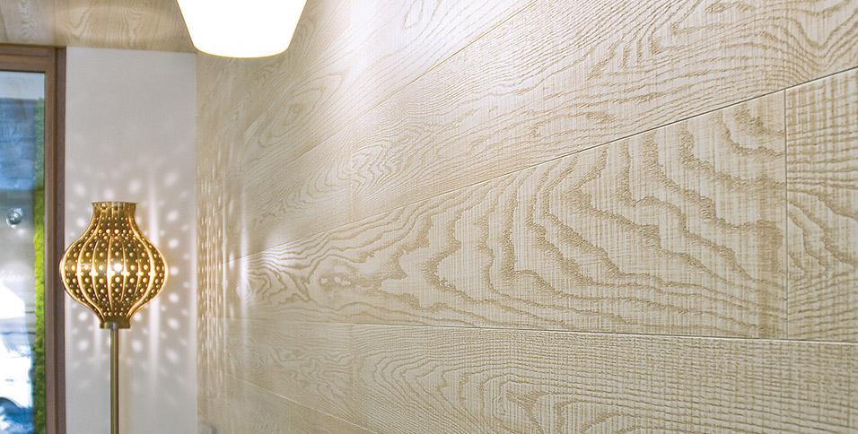 Boiserie-e-rivestimento-soffitto-in-rovere-scelta-unica-mod-Acque-Veneziane-tinta-ocra